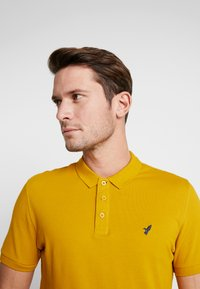 Pier One - Polo shirt - mustard - 3