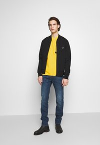 PS Paul Smith - WITH POCKET - Printtipaita - white/yellow - 1