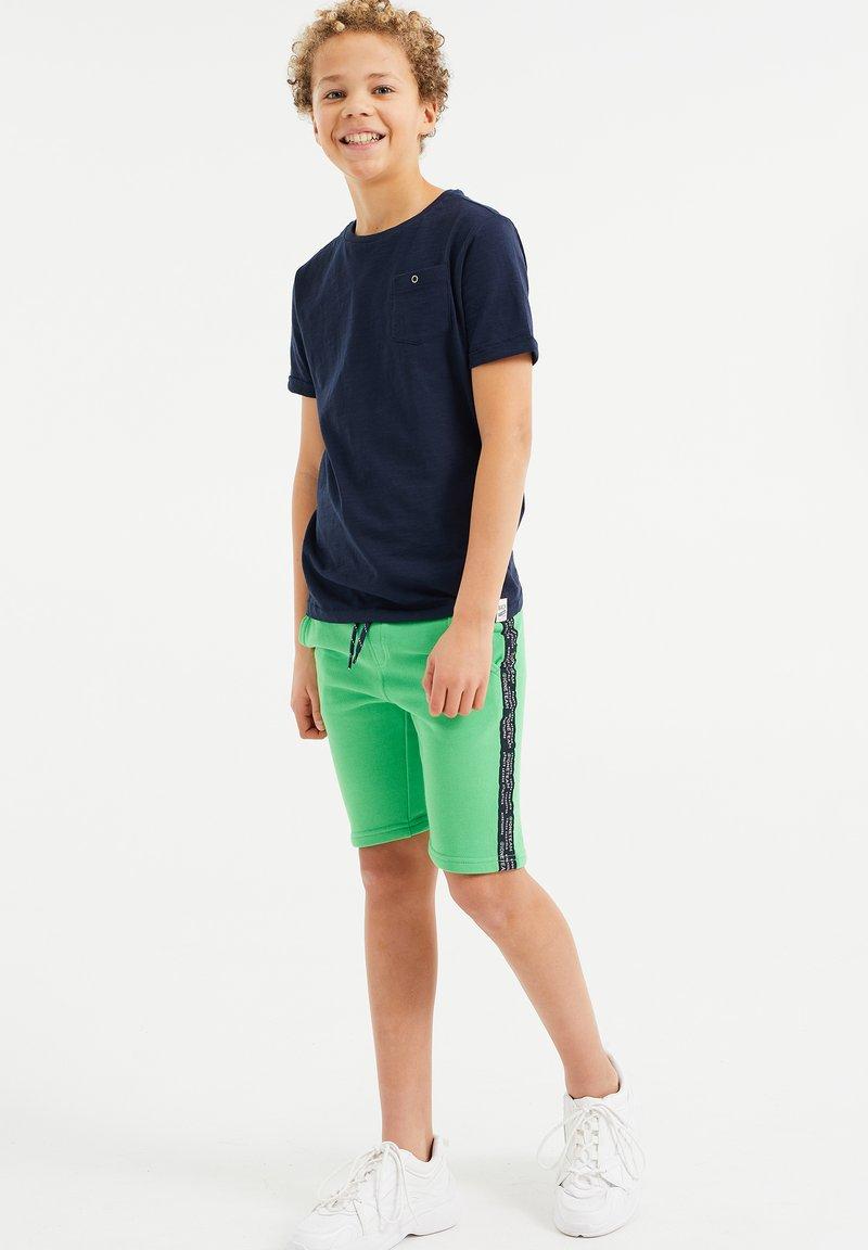 WE Fashion - MET TAPEDETAIL - Shorts - green
