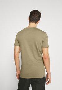 Marc O'Polo DENIM - SMALL CHEST  LOGO 2 PACK - Basic T-shirt - black / olive - 3