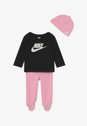 NIKE SET - Čepice - pink