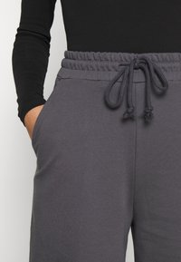 Nly by Nelly - ALL YOU NEED PANTS - Tracksuit bottoms - anthracite - 5