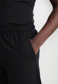 Nike Performance - DRY SHORT - Pantalón corto de deporte - black/dark grey - 4