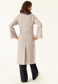 IVY & OAK - BIG BELT COAT - Classic coat - birch - 2