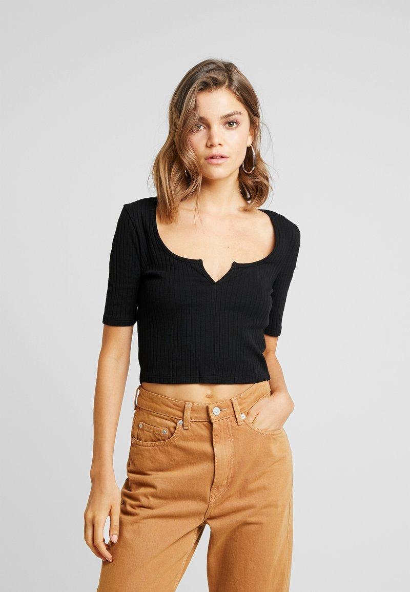 Even&Odd - T-shirt med print - black