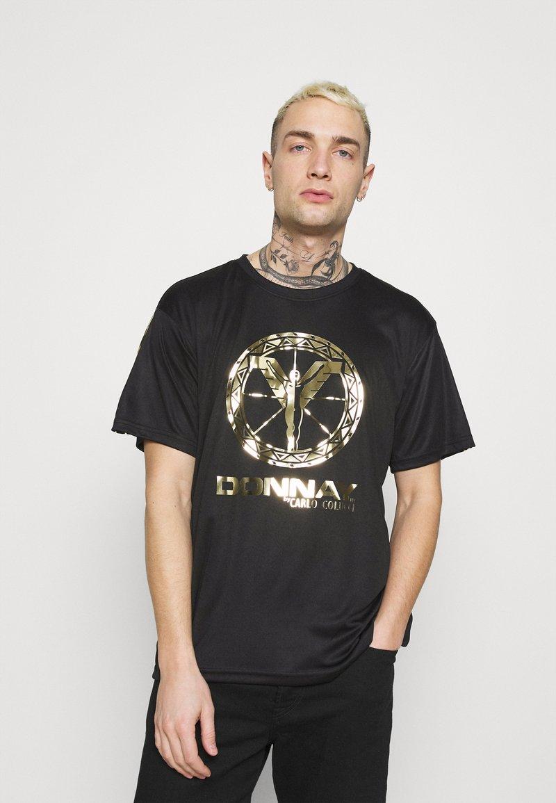 Carlo Colucci - DONNAY X CARLO COLUCCI - Print T-shirt - black/gold