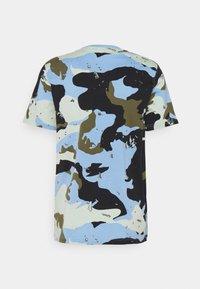 adidas Originals - CAMO TEE UNISEX - T-shirts print - ambient sky - 1