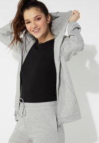 Tezenis - MIT REISSVERSCHLUSS UND TUNNELZUG - Zip-up hoodie - grigio melange chiar - 2