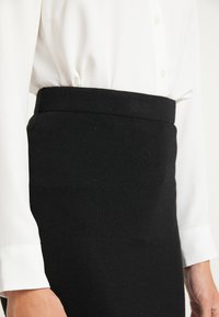 usha - Pencil skirt - schwarz
