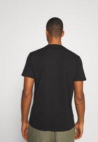 Woodbird - CREZ SHADOW TEE - Print T-shirt - black - 2