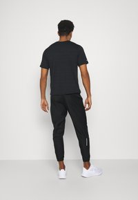 Nike Performance - ESSENTIAL PANT - Pantalones deportivos - black/reflective silver - 0