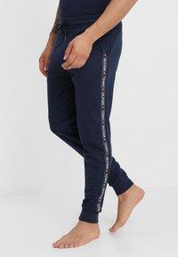 Tommy Hilfiger - TRACK PANT - Pyjama bottoms - blue - 0