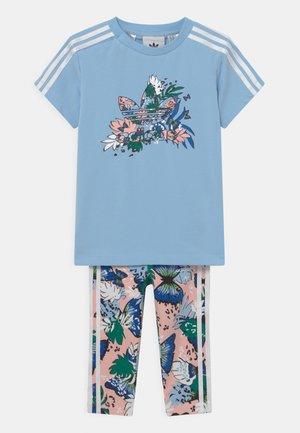 TEE DRESS SET - Leggings - Trousers - clear sky/haze coral/multicolor
