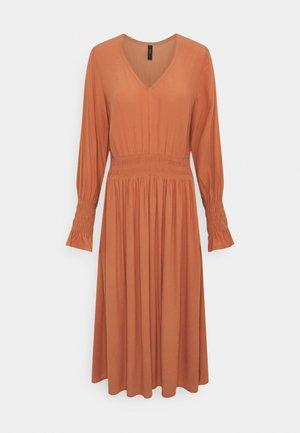 YASELIOS DRESS  - Day dress - sunburn