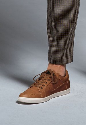 Zapatillas - tan