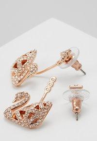 Swarovski - FACET SWAN - Earrings - rosegold-coloured - 2