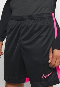 Nike Performance - DRY ACADEMY SHORT  - Sportovní kraťasy - black/hyper pink - 4