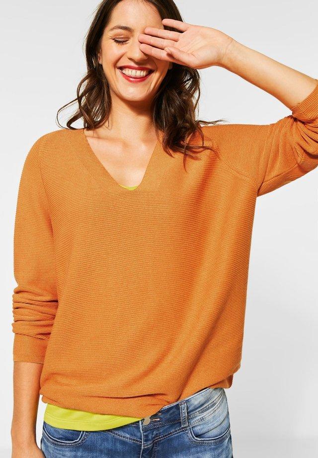 MIT RIPPSTRUKTUR - Pullover - orange