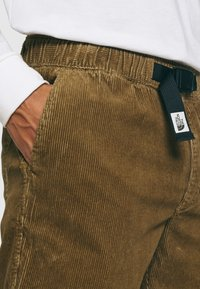 The North Face - BERKELEY FIELD PANT UTILITY - Trousers - brown - 3