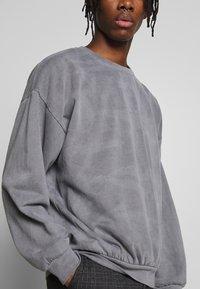 Topman - UNISEX WASHED BERLIN - Sweatshirt - grey - 4