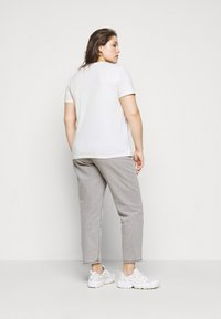 Vero Moda Curve - VMJEANNA  - Print T-shirt - snow white - 2