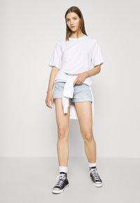 Tommy Jeans - HOTPANT  - Short en jean - light blue - 1