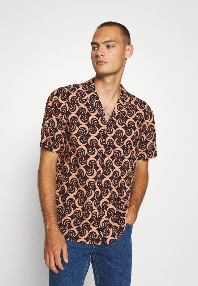 LIGHT WEIGHT ISLAND - Camisa - combo