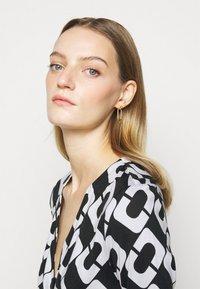 Diane von Furstenberg - NEW JULIAN TWO - Jersey dress - black/white - 3