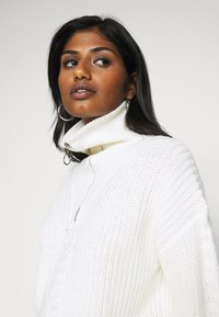 Fashion Union Petite - BOSWELL - Jumper - cream