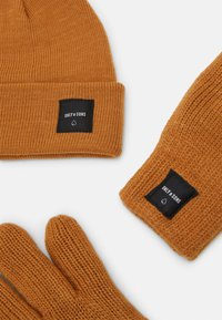 Only & Sons - ONSXBOX GLOVES BEANIE SET - Gloves - camel - 3