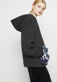 adidas Originals - BELLISTA - Hoodie - black - 4