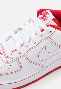 Nike Sportswear - AIR FORCE 1 UNISEX - Trainers - white/university red - 5