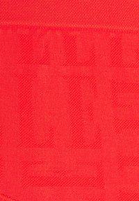 ELLE - SEAMFREE SHORT - Pants - red - 2