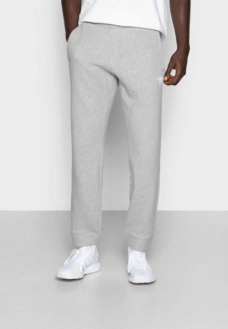 adidas Originals - TREFOIL PANT UNISEX - Pantalon de survêtement - mottled grey