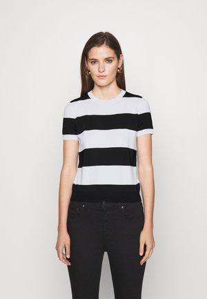 KONSUELO SHORT SLEEVE - Print T-shirt - white/black