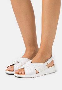 Caprice - WOMS  - Sandały na koturnie - white - 0
