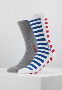 Levi's® - MEN REGULAR CUT SPLICED STRIPE - Chaussettes - white/blue/red - 0