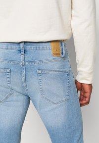 Only & Sons - ONSLOOM SLIM LIGHT BLUE DAMAGE - Slim fit jeans - blue denim - 4