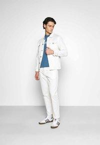 Calvin Klein - FRONT LOGO - T-shirts print - blue - 1