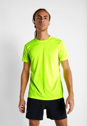 CORE ESSENCE TEE  - T-shirt med print - flumino
