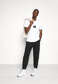 adidas Originals - ICON TEE - Triko spotiskem - white - 1