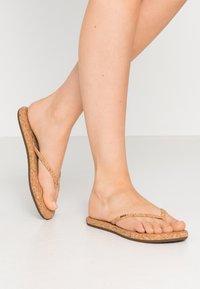 Reef - BLISS SUMMER - Sandály s odděleným palcem - beige - 0