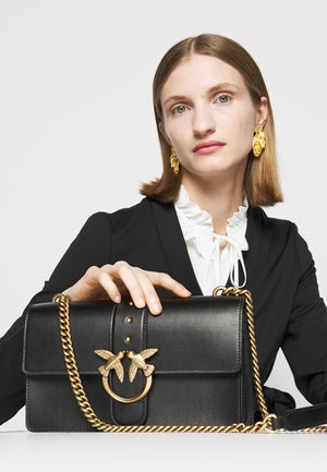 LOVE CLASSIC ICON SIMPLY SETA ANTIQU - Sac bandoulière - black