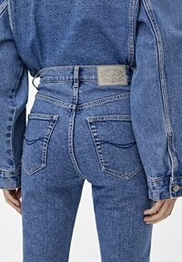 PULL&BEAR - MOM - Jeansy Slim Fit - blue - 4