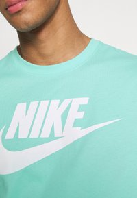 Nike Sportswear - TEE ICON FUTURA - Print T-shirt - tropical twist - 4