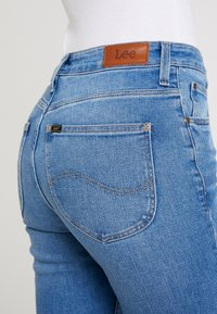 Lee - BREESE - Flared Jeans - jaded - 5