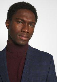 Selected Homme - MYLOLOGAN SUIT - Suit - navy blazer/brown - 6