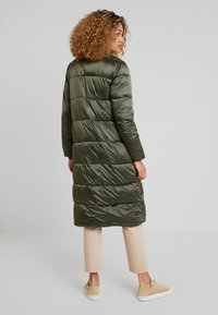 Cream - GAIAGRO LONG - Winter coat - forest night - 2