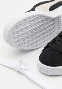 Puma - SUEDE CLASSIC - Sneakers - black/white - 5