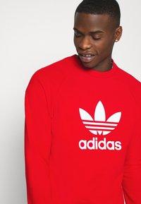 adidas Originals - TREFOIL CREW UNISEX - Sweatshirt - red - 4